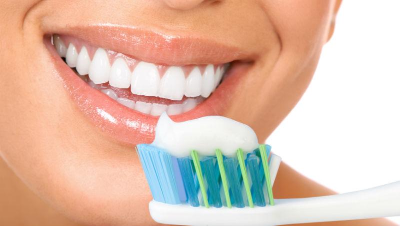100年前,僅7%的人花錢買牙膏!一個牙膏廣告,如何改變數百萬美國人,養成每天刷牙的習慣 - 商業周刊