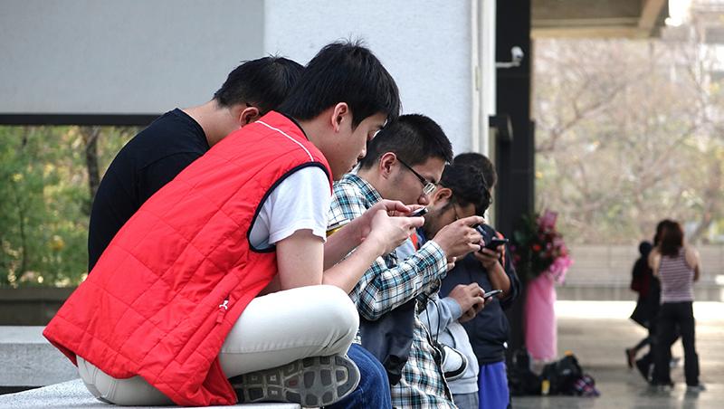 成績好上課睡覺是讀書太辛苦、成績爛上課睡覺是藐視老師...那些被污名的台灣高職生