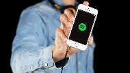 大手筆併購「音樂界的YouTube」,Spotify把Apple Music狠甩在後頭的三個秘招