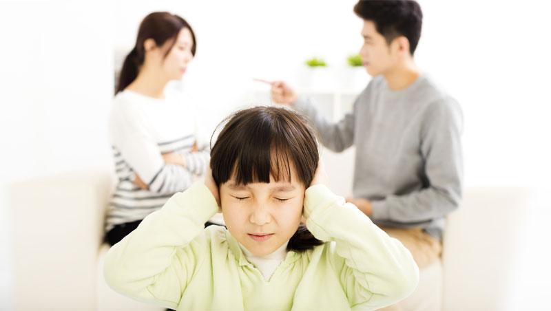 「爸媽離婚,你想要跟誰?」致,吵架夫妻:再生氣也絕不能跟孩子說的5句話
