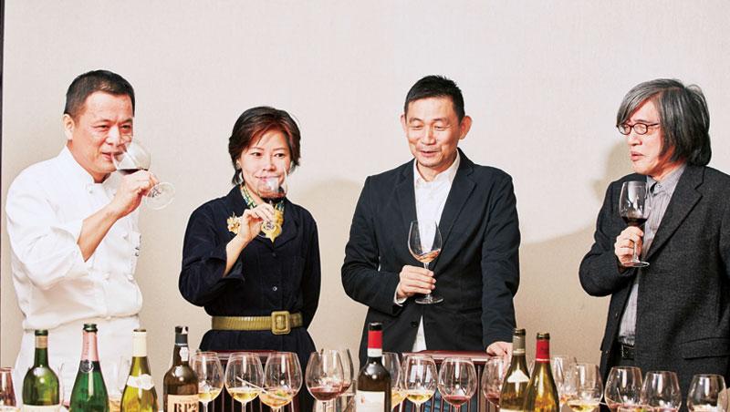 席設「天香樓」,面對6支酒、16道菜,是精彩的味覺體驗。