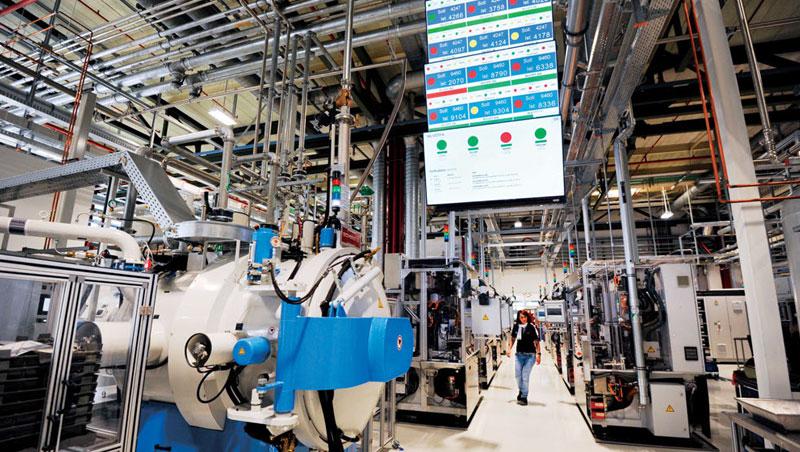 即時排名是Bosch 提升產能效率策略之一,每到換班時間,工程師會計算今天收集多少生產達標的綠臉,透過競爭,加速轉型工業4.0。