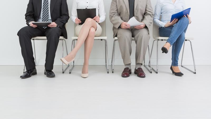 不同行業面試該怎麼穿?年底轉職,掌握4個「提升錄取率」的穿衣策略