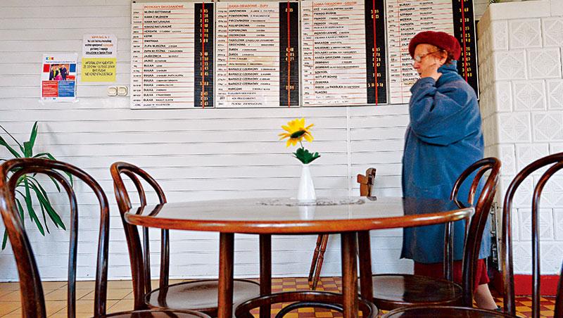 波蘭牛奶吧最大特色就是便宜,客人原是窮學生、藝術家與老人家等,但近年在復興浪潮中漸漸轉型成懷舊旅遊景點。