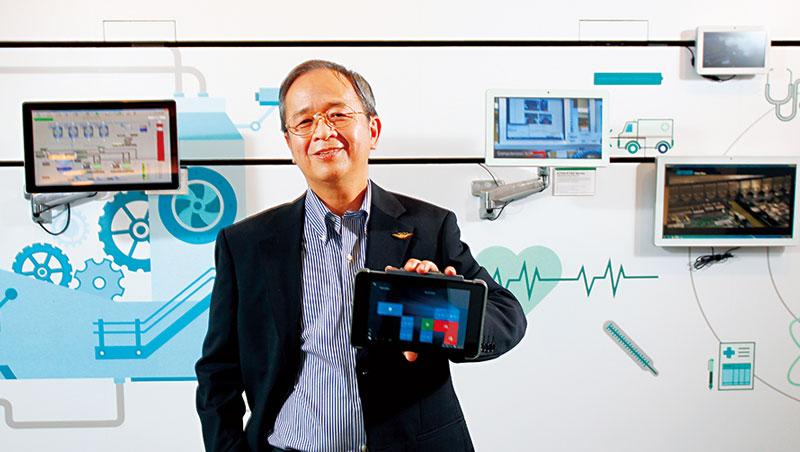 工程師出身的飛捷董事長林大成,擅長產品研發,至今仍親自參與新機種開發。