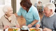 不必再擔心長輩獨自在家!「送餐服務」符合資格就可申請,快來查詢