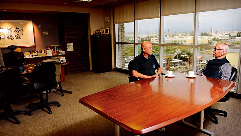 一早在劉金標辦公室,他和羅祥安「神秘約會」,是這對夥伴彼此培養默契、凝聚共識的時間。