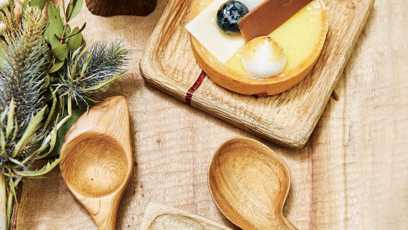 拿自製木匙木盤招待朋友,器皿逗趣外還能一展造型創意。