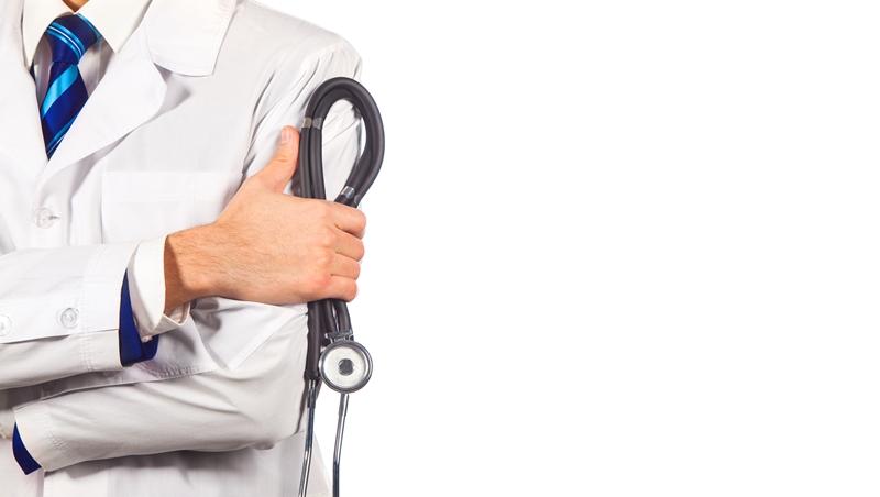 感冒的一家五口沒戴口罩進診間,面對其他人的抗議,這個醫生這樣做.......