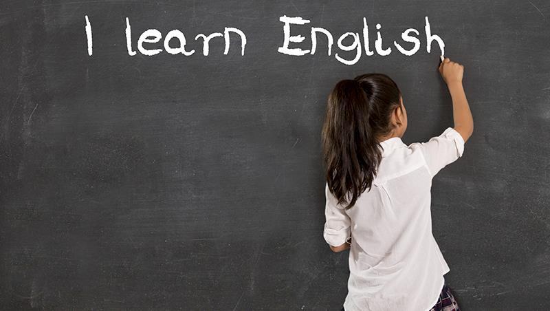 台灣人好怕講錯英文!荷蘭爸爸:從幼稚園就把講英文當「才藝表演」,怎麼會學得好?