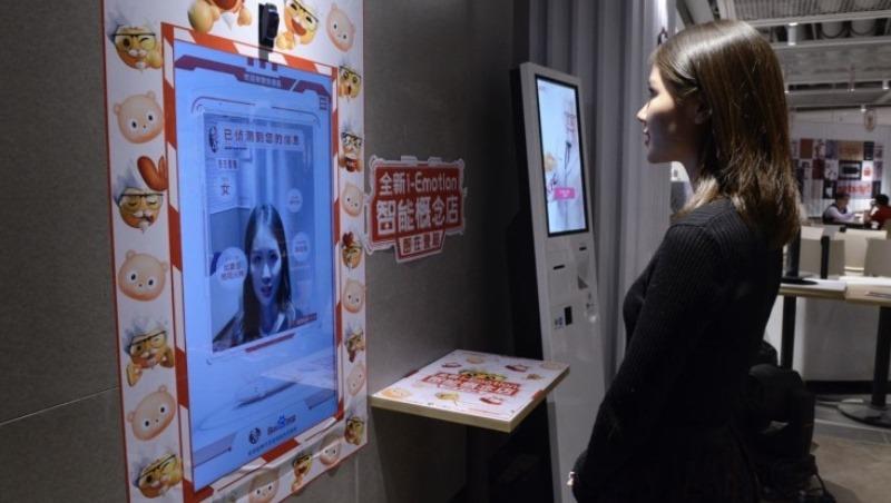 肯德基引進人臉辨識機!顧客「刷臉」就能點餐,給20歲、70歲的推薦分別是...