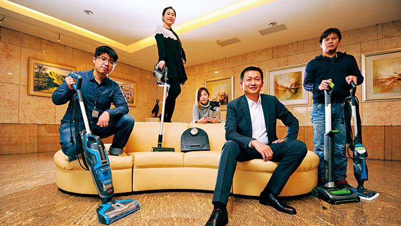 匯聚科技總經理 郭永福(右2)