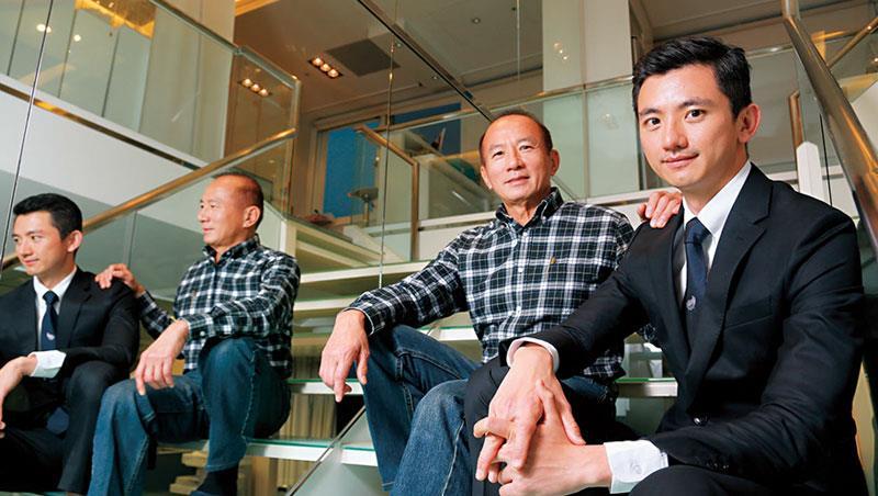 陳焜耀跟陳彥誠對這對父子檔,是除了超馬選手林義傑、陳彥博之外,唯二完成「四大極地馬拉松」賽事的台灣人。