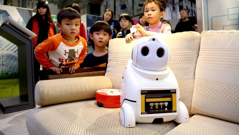 台製「文創機器人」會跳舞、遞茶水、還能打格鬥!特斯拉供應商轉型,打造台版鋼鐵擂台