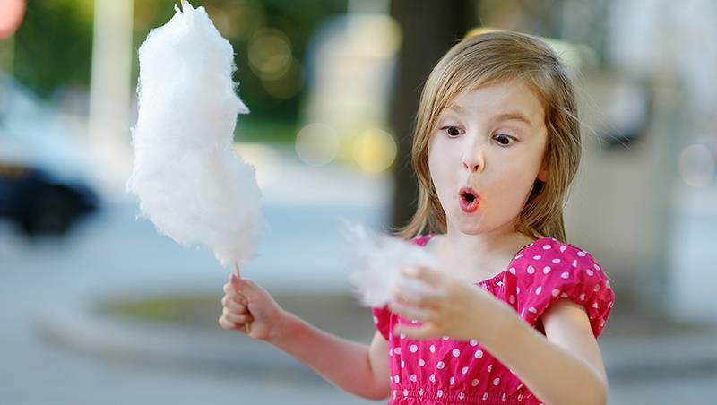 先別急著吃棉花糖!父母如何用「一杯水」培養出有耐心的好小孩