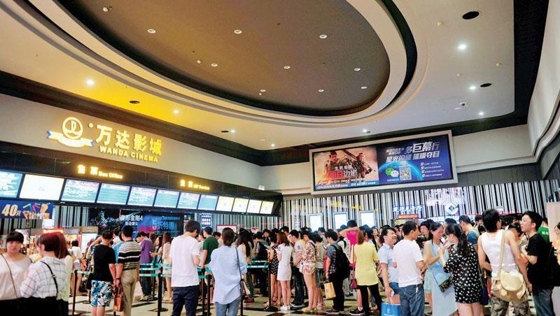 中國熱門電影票房直追龍頭美國,已嘗到「快樂」滋味的萬達集團早就設定,娛樂產業和體育商是未來主要收購標的。