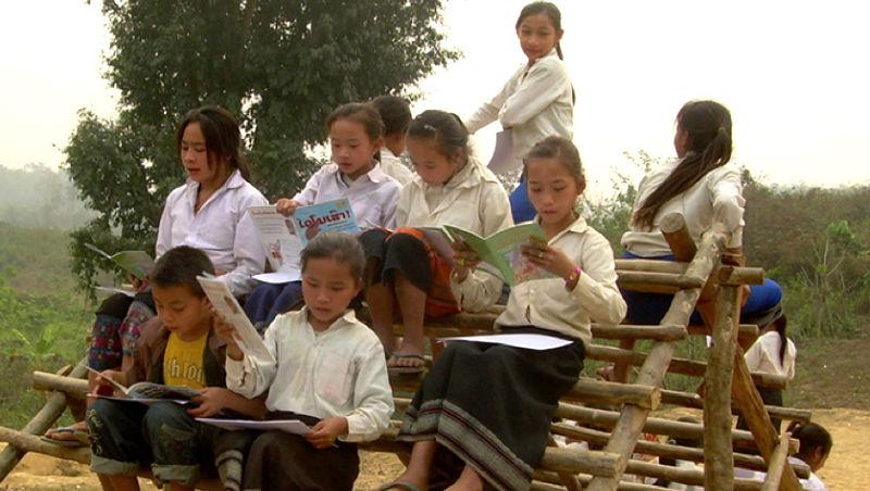 運輸靠大象、學生沒看過課外書...》這個美國人做一件事,讓寮國小孩愛上閱讀