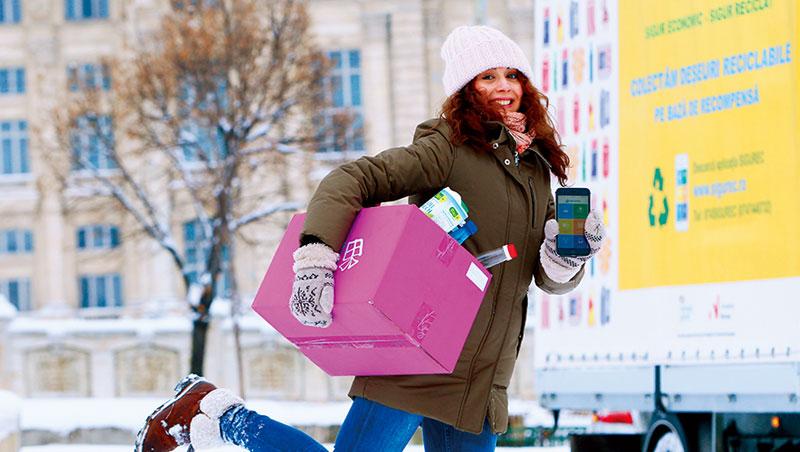 就像叫車軟體一樣簡單,手機可以看到住家附近的回收車,垃圾超過20公斤即可叫他們上門收。