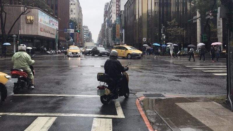 冷氣團持續發威,帶雨具穿保暖!連假天氣濕冷,週六雨勢最大