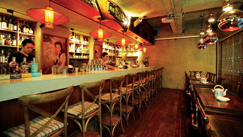 中國客棧風裝潢,讓人像回到古代,大口吃肉、大碗喝酒,好不豪邁。