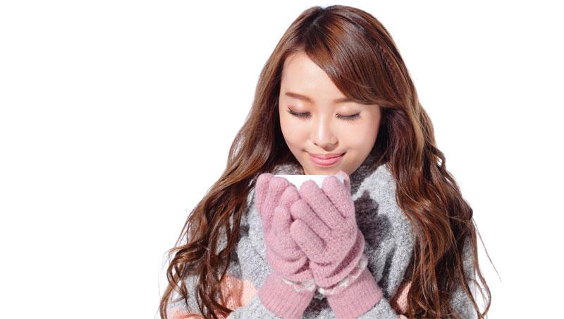 老是手腳冰冷?別急著穿厚襪、戴手套...這個部位沒保暖,70%熱氣都流失了!