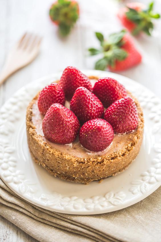 草莓季來了~人妻傳授:用「一指神功」,做出五星級甜點「草莓起司蛋糕」 - 商業周刊