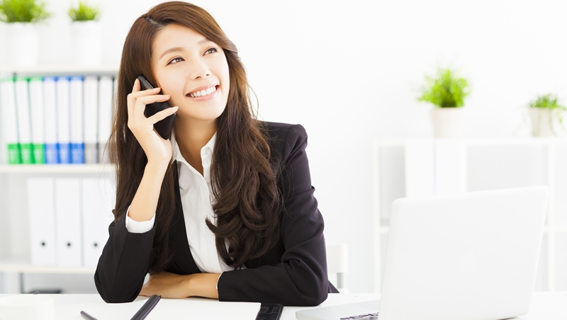 這個秘書能力特優,卻不敢跟公司大老闆說話...別不信,「改變穿著」真的能提升自信 - 商業周刊