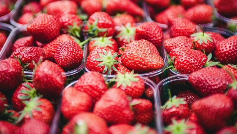 春天就是要吃草莓!用吃得不過癮,達人推薦這款香甜酒又漂亮又好喝