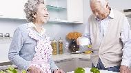 當人類活到100歲不是夢...為什麼人越長壽,越應該選擇「經濟能力相當」的另一半?