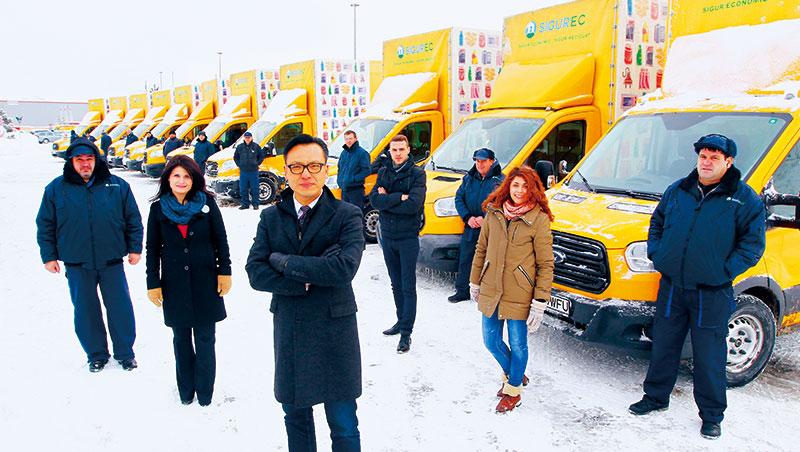 活塑執行長洪慶齡為融入當地,學會羅馬尼亞語,而回收車司機也暱稱他為Mr. Clement。