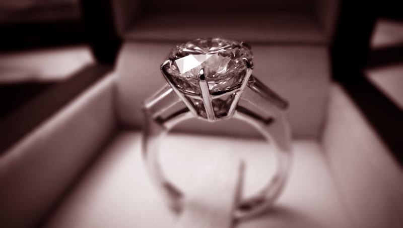 點頭答應求婚前,妳得先留著這份清單...行家的「12星座最適鑽石」挑選守則