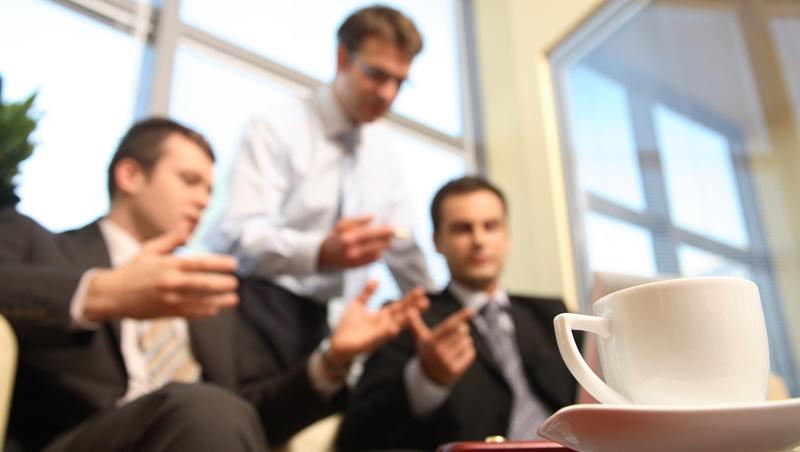 端茶水不失禮4原則!杯子有水漬、沒先端給客戶都NG
