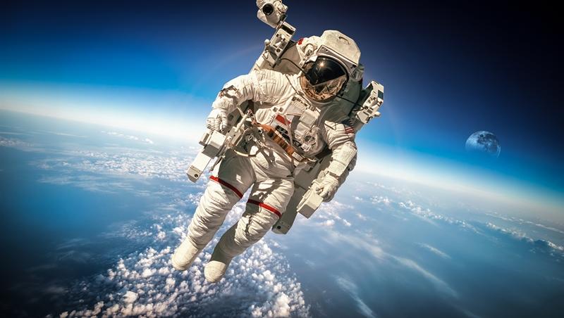 阿姆斯壯上月球後,泡綿球鞋、耳溫槍、消防衣....其實這些產品原本都是為太空人開發的