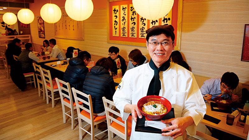 吳世宗拋下房仲專業光環轉戰餐飲,客人從投資大戶,變成台北車站商圈的學生與上班族。