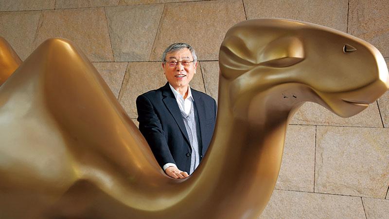 苗豐強在聯華實業1樓擺駱駝雕像,商標也依駱駝設計,是為紀念身型高大的父親,曾開會整晚不吃不喝,被稱為「駱駝」。