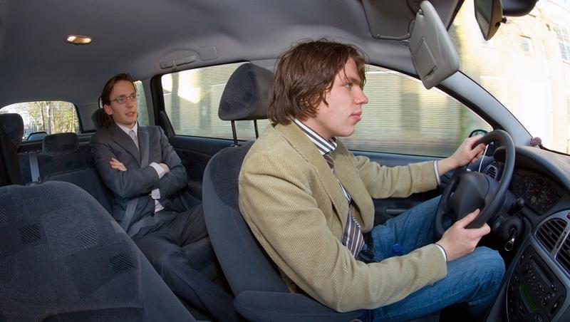 研發過程全照金主要求,一年後還是沒拿到錢!一個創業失敗的年輕人:別讓後座司機開車