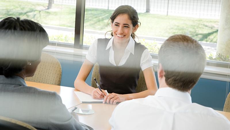 "老板請你""sit down with someone"",別真的只是坐著什麼都不做 - 商業周刊"