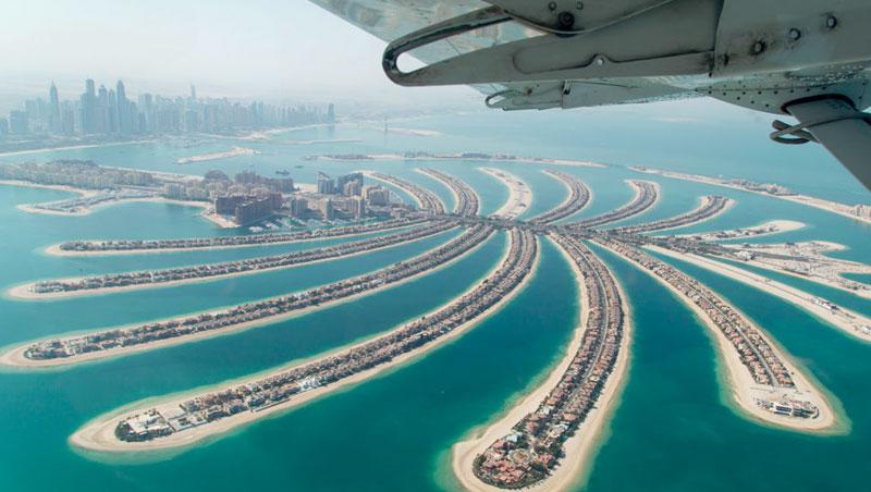 從高空俯瞰杜拜,最能感受這城市宛若海市蜃樓一樣,超乎現實的人造奇觀。