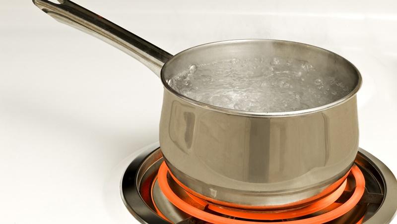 """出國跟服務生要熱水,可別說""""Hot water""""!想馬上喝的話說「這句」就好 - 商業周刊"""