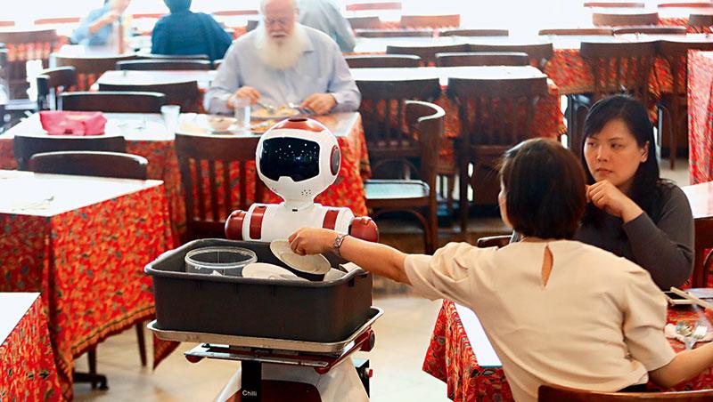 「機器人兇殺案」真實上演 只因餐廳員工怕丟工作……