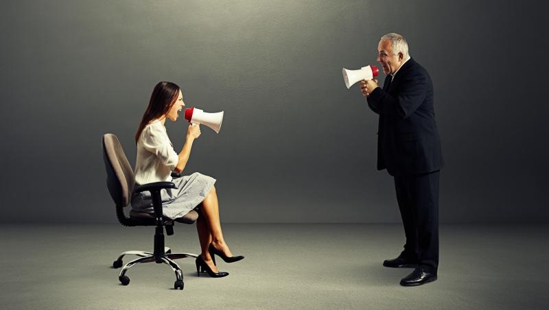欺負新人、不跑客戶,老鳥業務每月爽領4萬底薪...菜鳥怒吼:只想領固定薪,就別當業務
