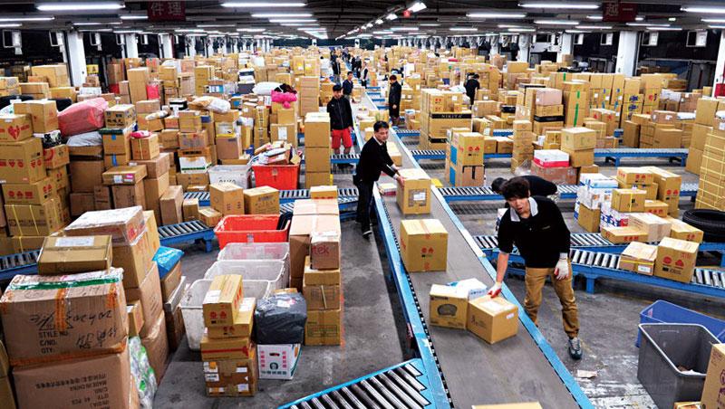 人力占物流業成本約6 成,一例一休嚴控工作時數,導致倉庫堆滿貨卻沒司機送出去。