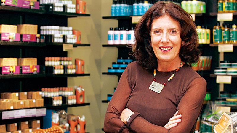 41年前的3月底,蘿狄可與夫婿合創美體小舖,當年的5大堅持在賣給萊雅後逐一退守,導致用戶寧可支持立場更堅定的新進業者。