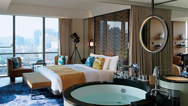 旅店設計上利用圓與方的搭配,表達出融合東西文化的企圖。