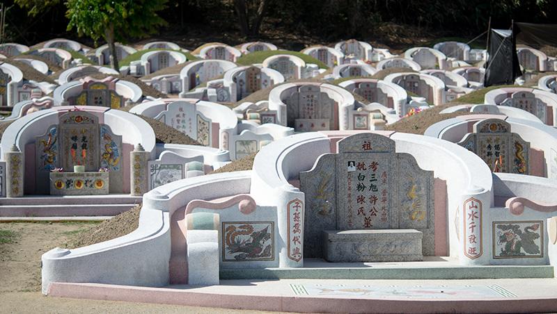 靈異事件、蔭屍都遇過...東華大學教授公墓撿骨2年,被問到底有沒有鬼,他這麼說...
