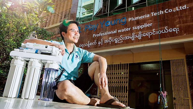 林惠聰從工廠大型濾水設備到家用淨水器( 如圖) 都做,不僅打入緬甸當地用戶,台商、陸商也是他客戶。