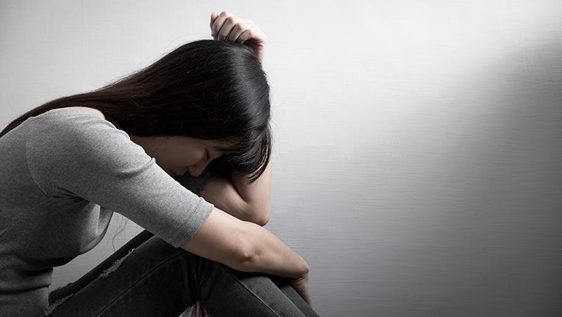 憂鬱需要被理解,而不是被矯正...自殺未遂者的告白:能不能讓我默默地哭不被打擾?