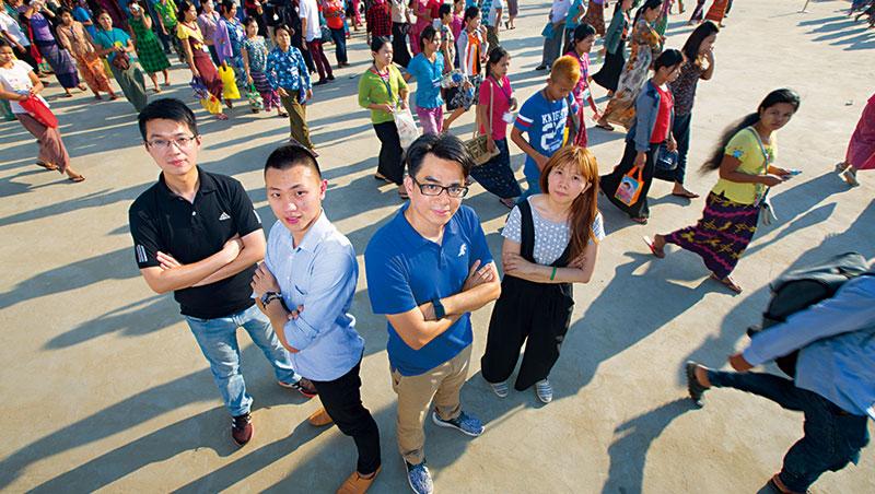 寶成緬甸廠區,我們遇見台灣來的主力幹部們。這4-人,加起來就有超過9-國的工作經驗,但平均年齡不到40-歲。