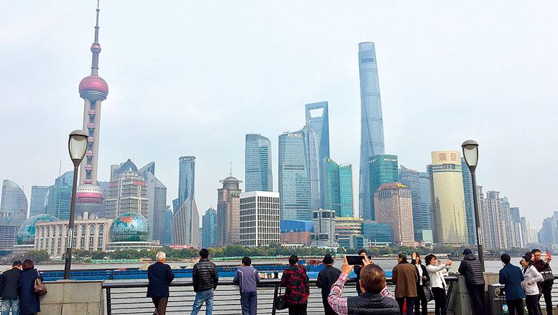90年代中,我才有機會到上海,原本只是想像中外灘的十里洋場形象,才真實呈現眼前。