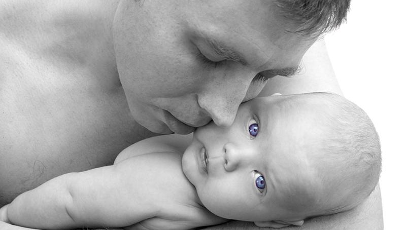 男人也要「育嬰假」!荷蘭政治人物以身作則,週五暫停談判,因為那天是「爸爸日」